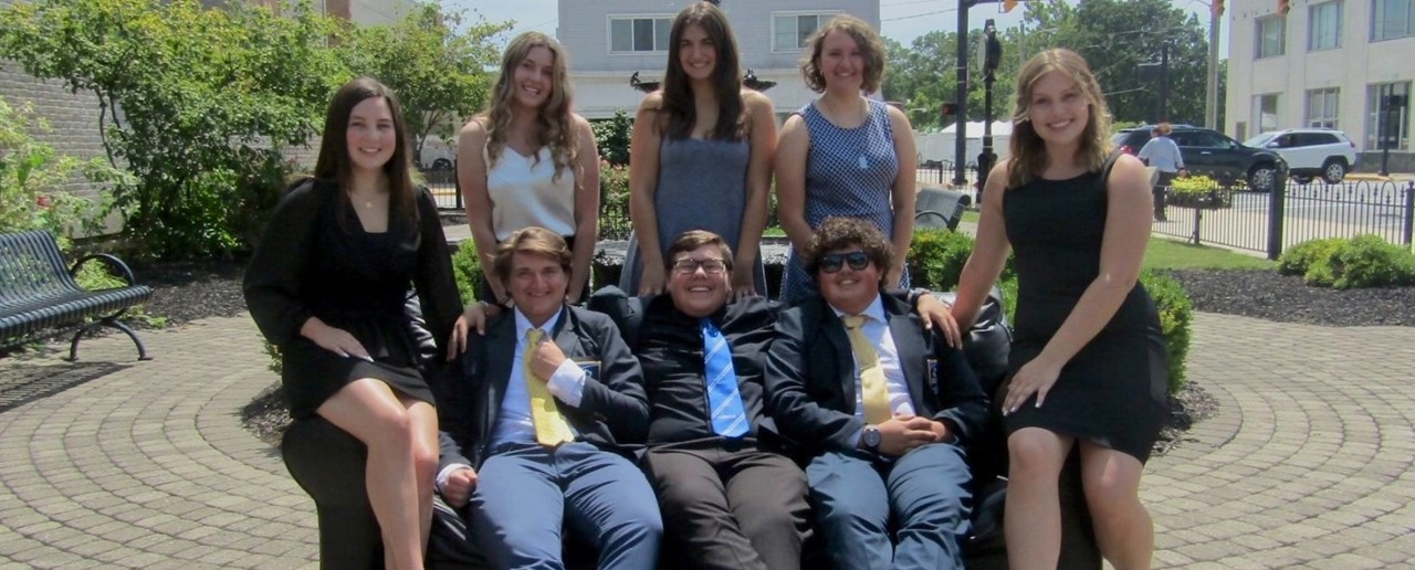 DECA officers 21-22